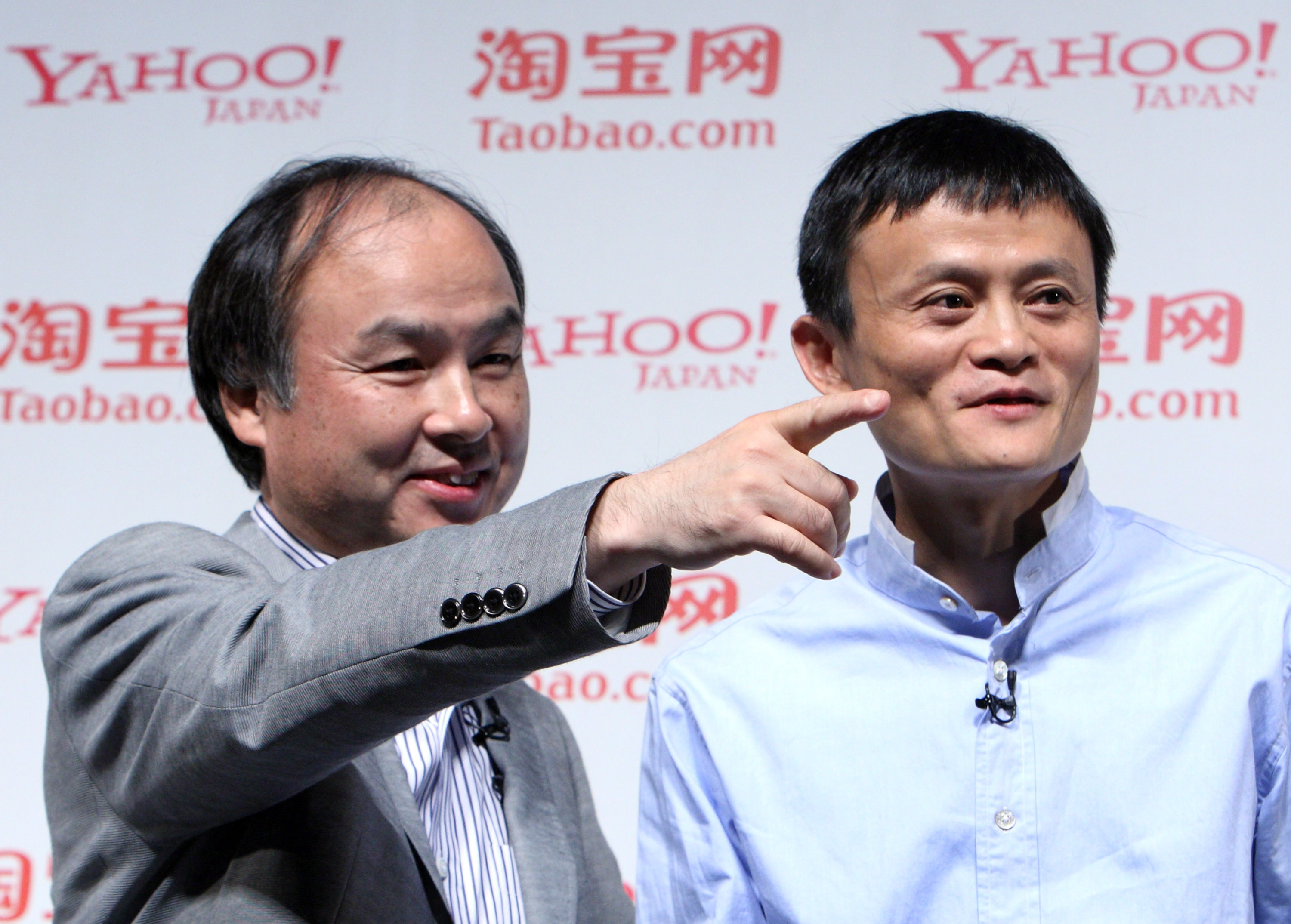 Conference Between Alibaba Group CEO Jack Ma & Softbank CEO Masayoshi Son (Image Credits : Bloomberg.com)