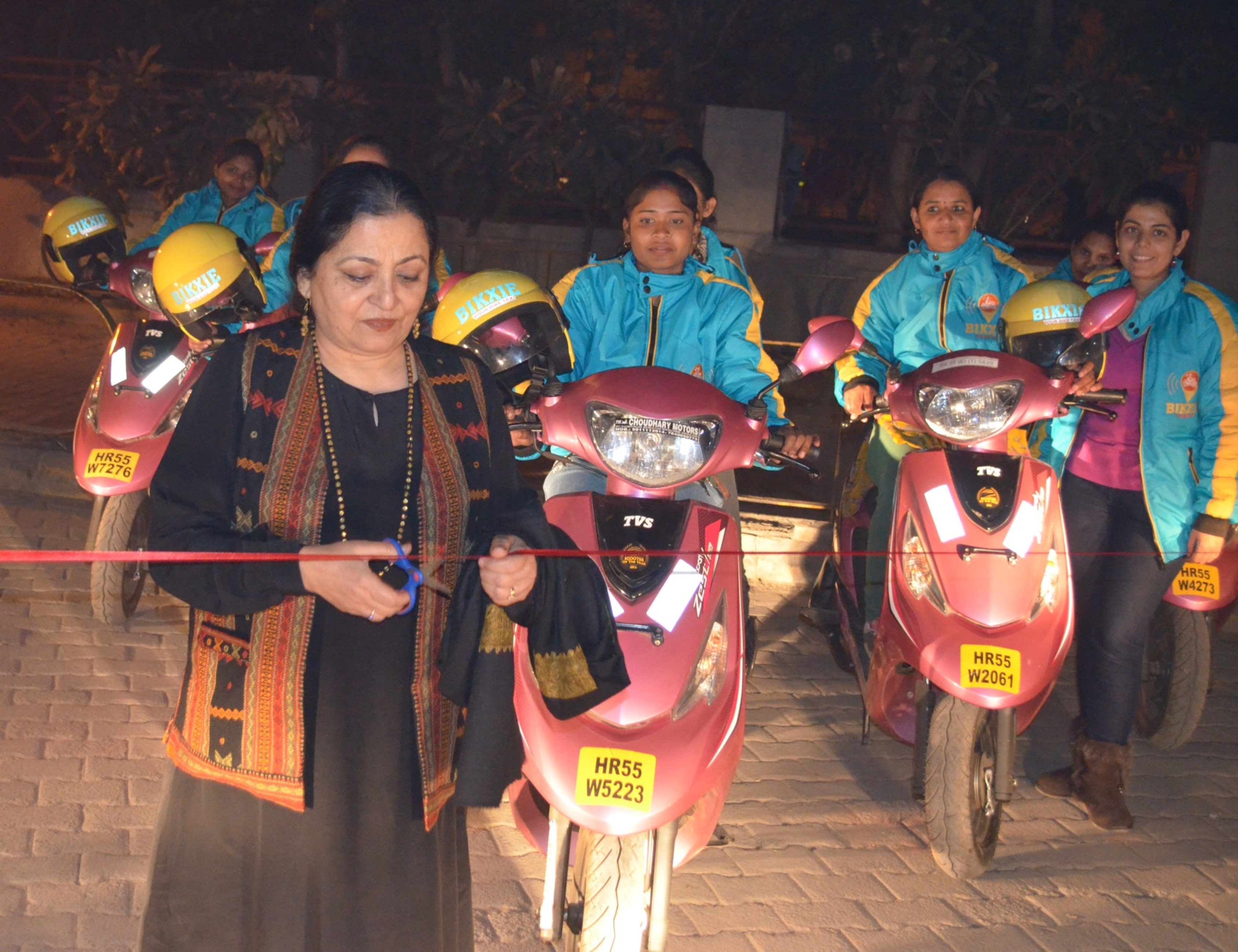 Madhu Kishwer innaugrating Bikxie Pink