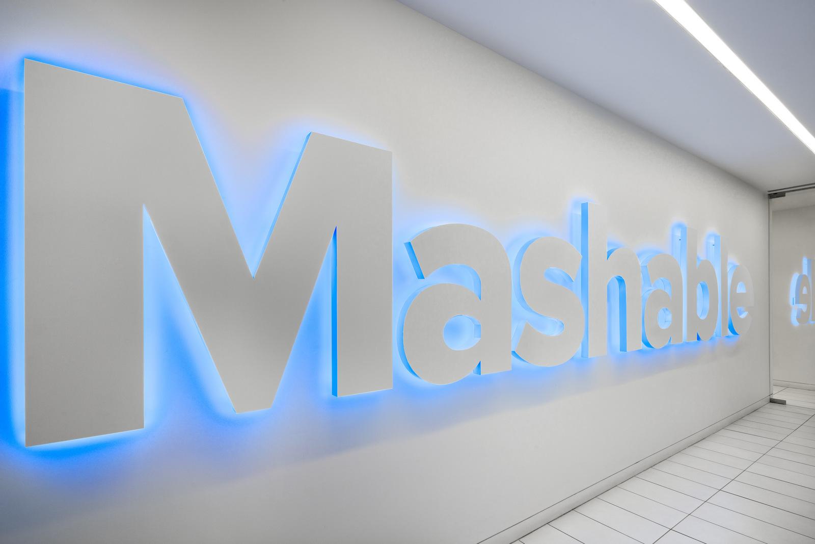 Mashable_1.22_Signage