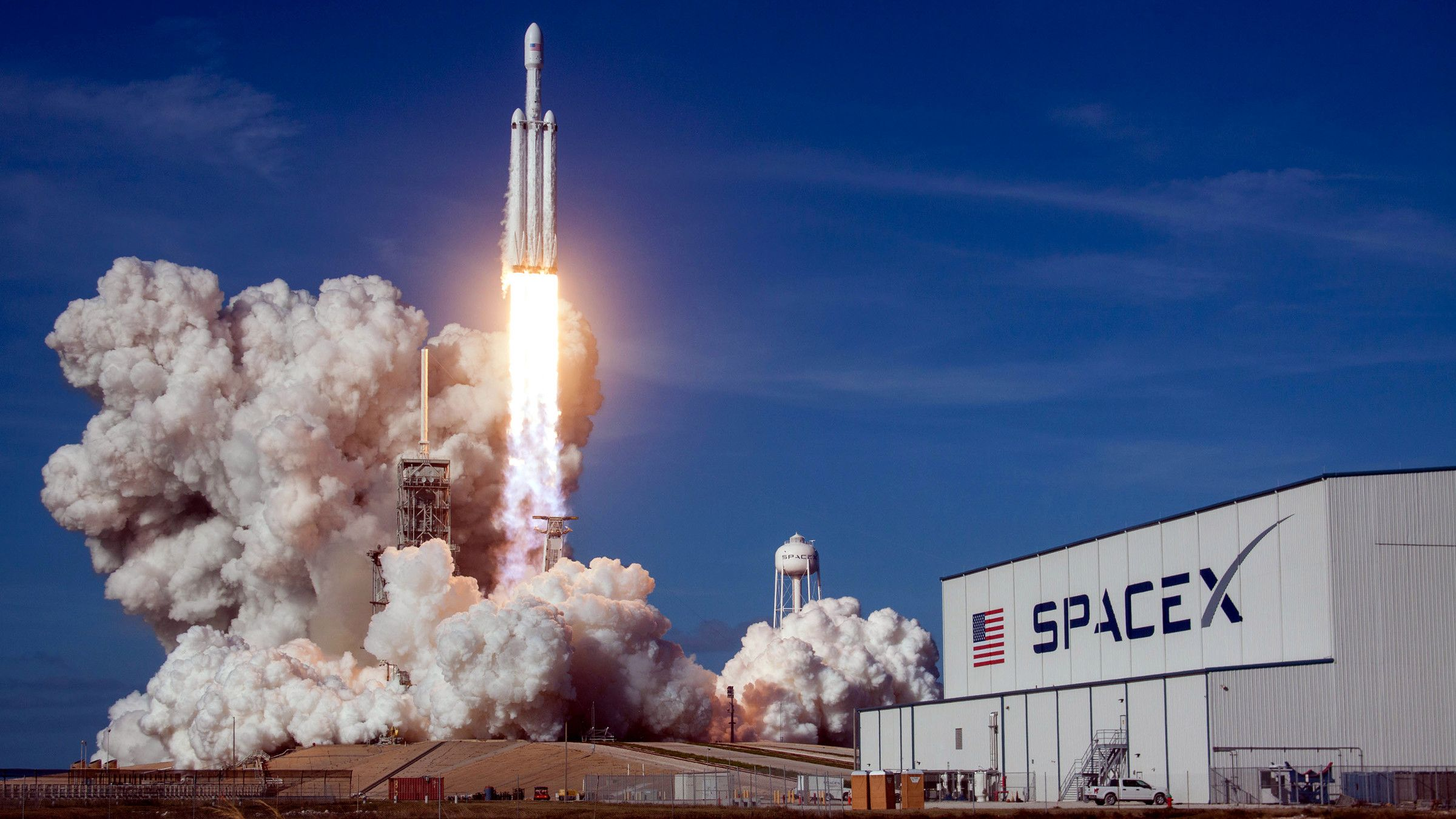 SpaceX's Falcon Heavy rocket lands $130 million military contract