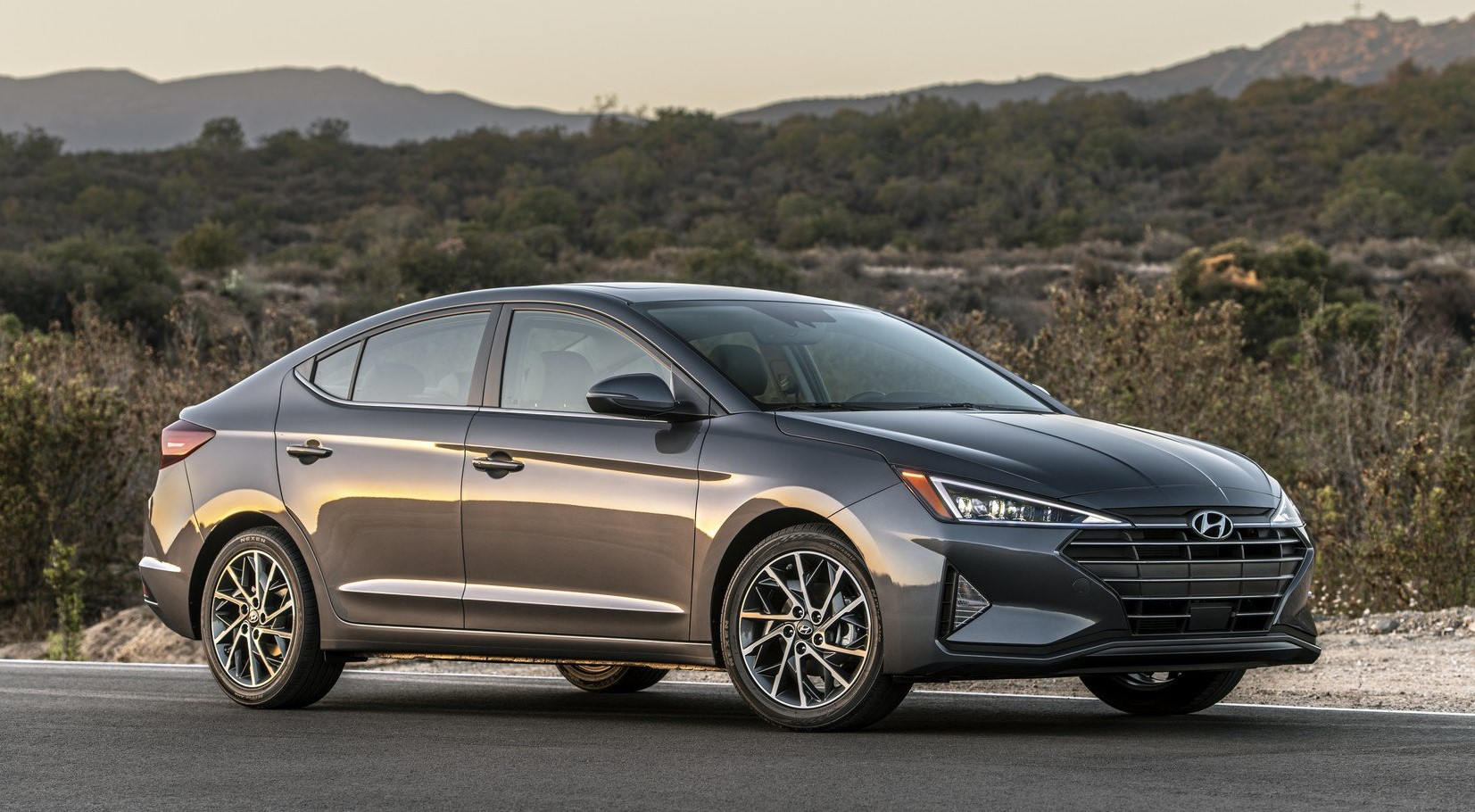 2019 Hyundai Elantra front look
