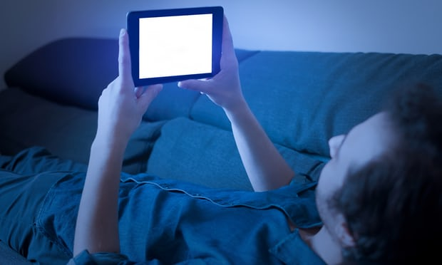 Blue light from phones and tablets can speed up blindness, study finds