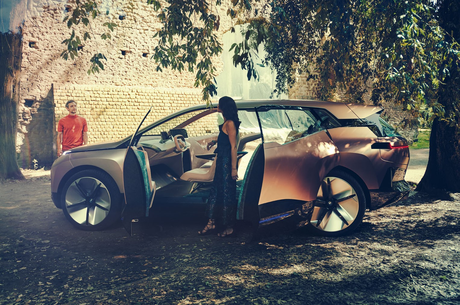 BMW iNEXT crossover launch