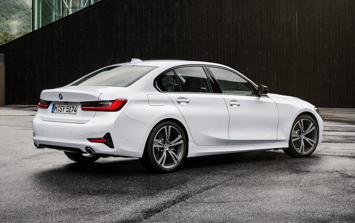 2019 BMW 3 series side profile