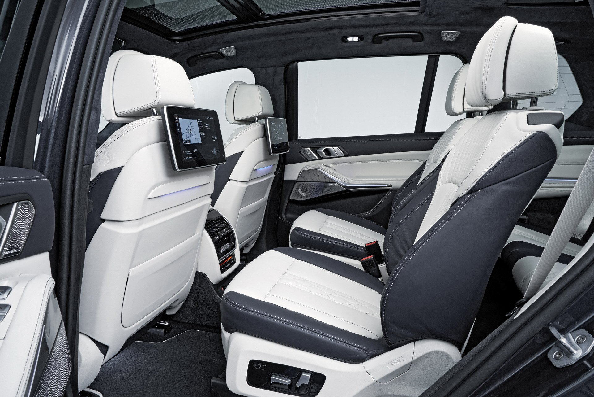 BMW X7 second row entertainment