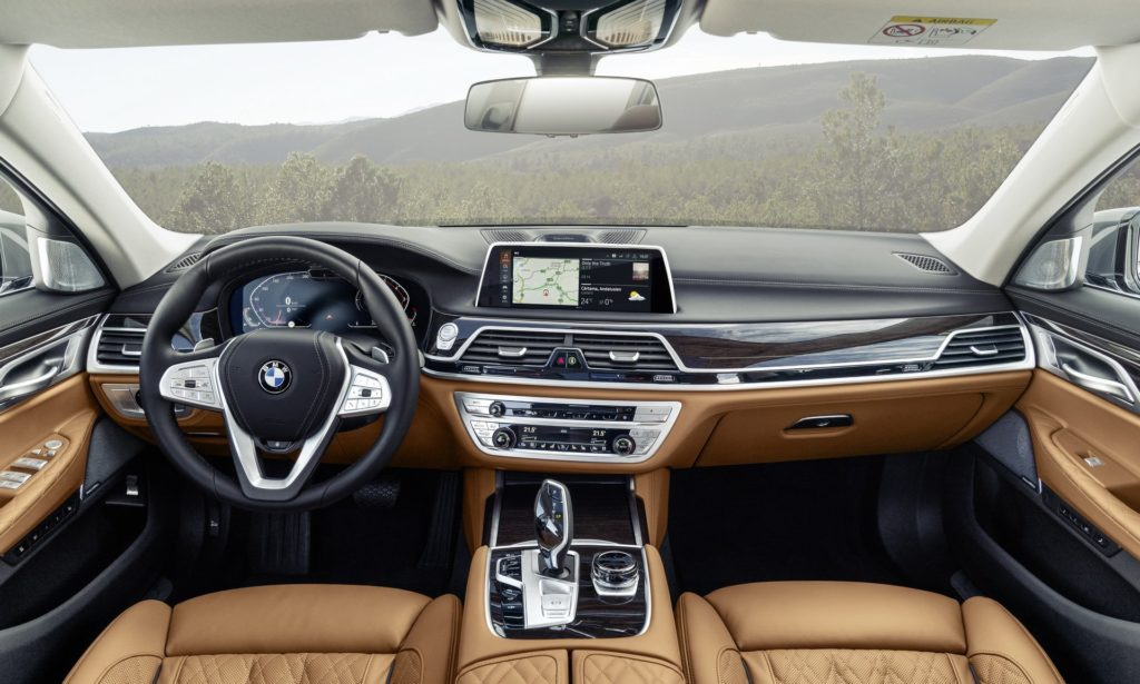 2020 BMW 7 Series cabin dashboard