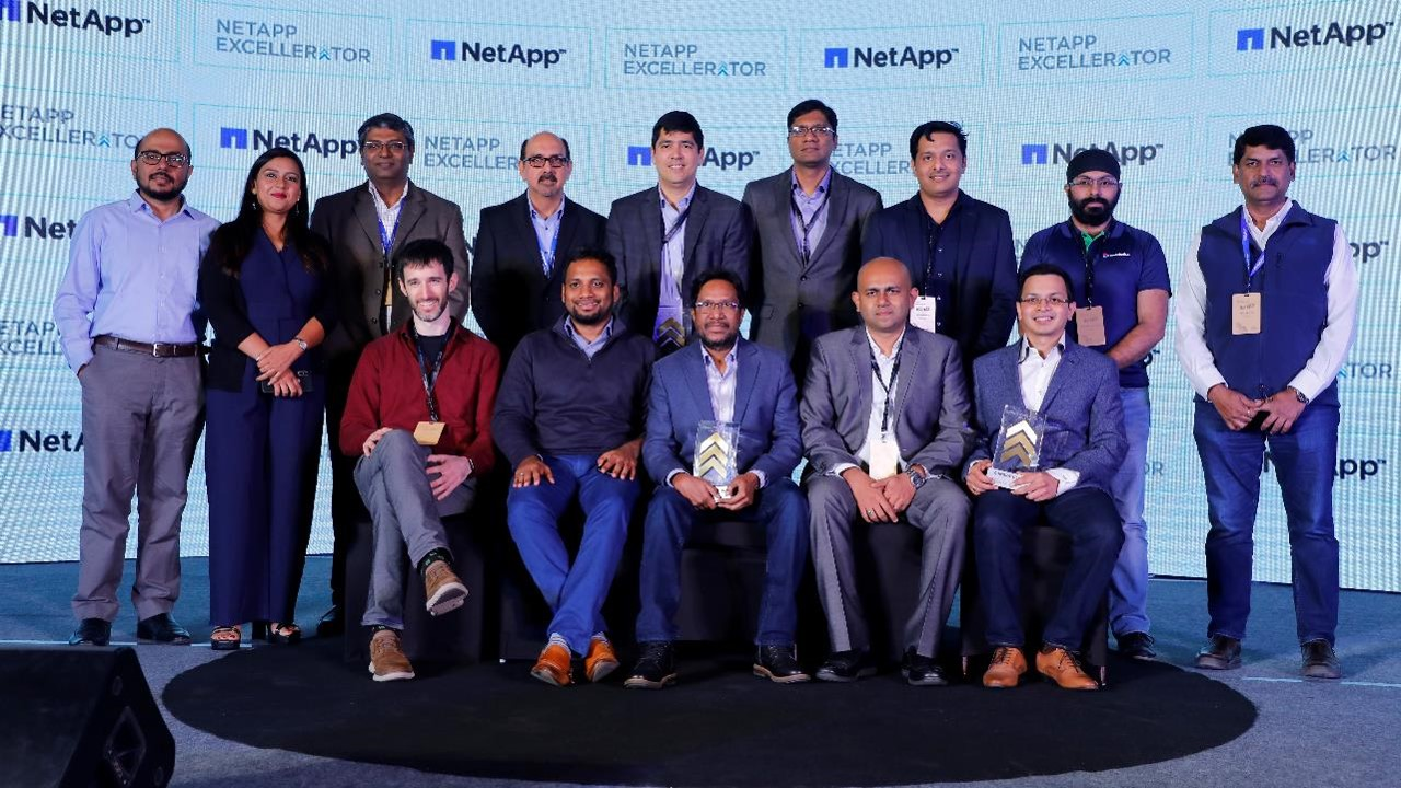Cohort 5 Startups along with Ravi Chhabria, MD, NetApp India, Madhurima Agarwal, Leader, NetApp Excellerator & Anil Valluri, President, NetApp India & SAARC