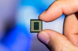 Qualcomm To Unveil Its New Custom Chip Next Year
