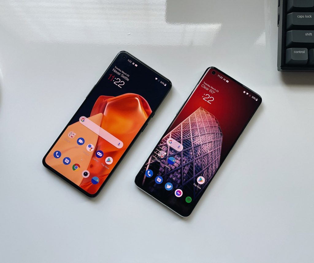 OnePlus 9 & OnePlus 9 Pro Display