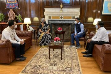 Flipkart CEO Kalyan Krishnamurthy having a discussion with FM Nirmala Sitharaman