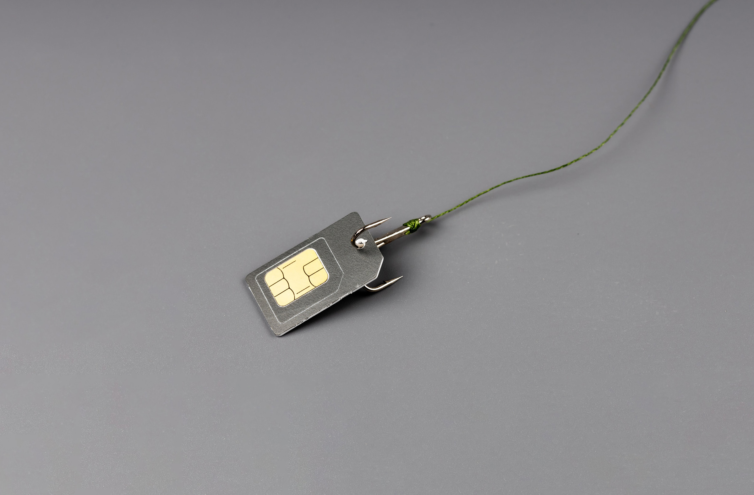 SIM card for the phone is strung on a hook, companies deceive subscribers