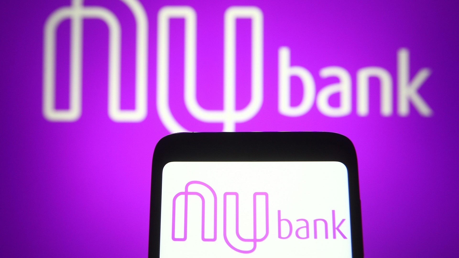 crypto favoured bank plans to go public