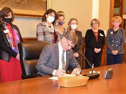 Gordon Signs Bill Exempting Wyoming Natural Gas Flared For Cryptocurrency Mining From Taxation