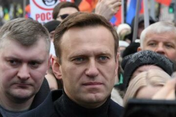 """Navalny calls out Apple, Google for """"cowardice"""""""