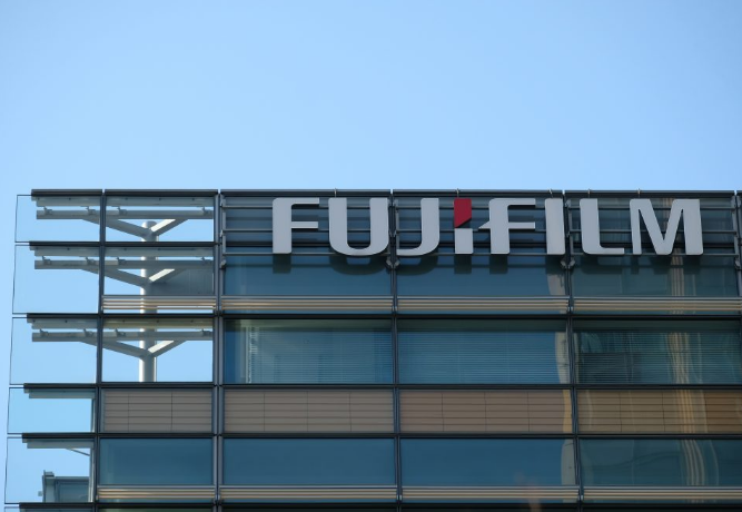 Fujifilm patents foldable smartphone looking similar to Samsung Galaxy Z Fold 3