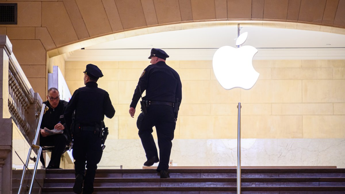 Apple security guard stabbed